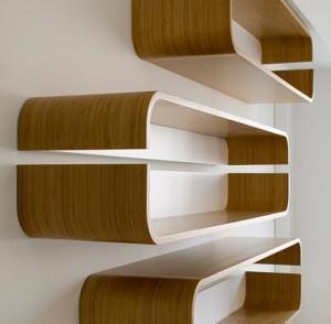 Existem muitos elementos da sua casa que se enquadram em trabalhos de carpintaria, tais como balcões, estantes, caixas de estore, entre outros.