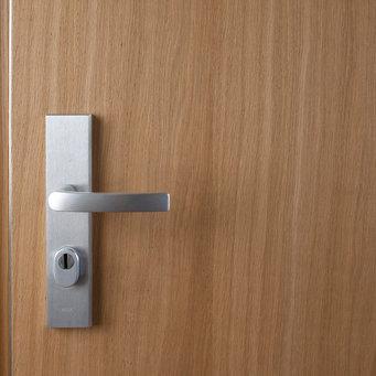 O platex é um material de carpintaria com elevada resistência e dureza muito utilizado em mobiliário e portas.