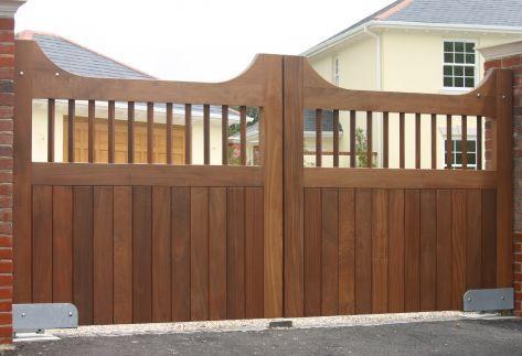 Existem diversos tipos de portões em madeira para implementar à entrada da sua propriedade.
