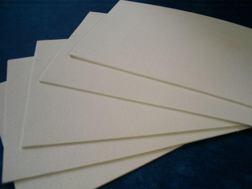 Existem diversos tipos de papelão hidráulico de amianto.