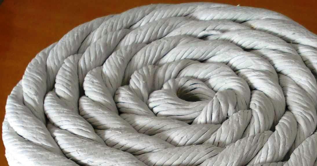 A gaxeta de amianto é um cordão de amianto destinado a isolamento térmico, fabricada na bitola redonda, quadrada,tubular ou retangular.