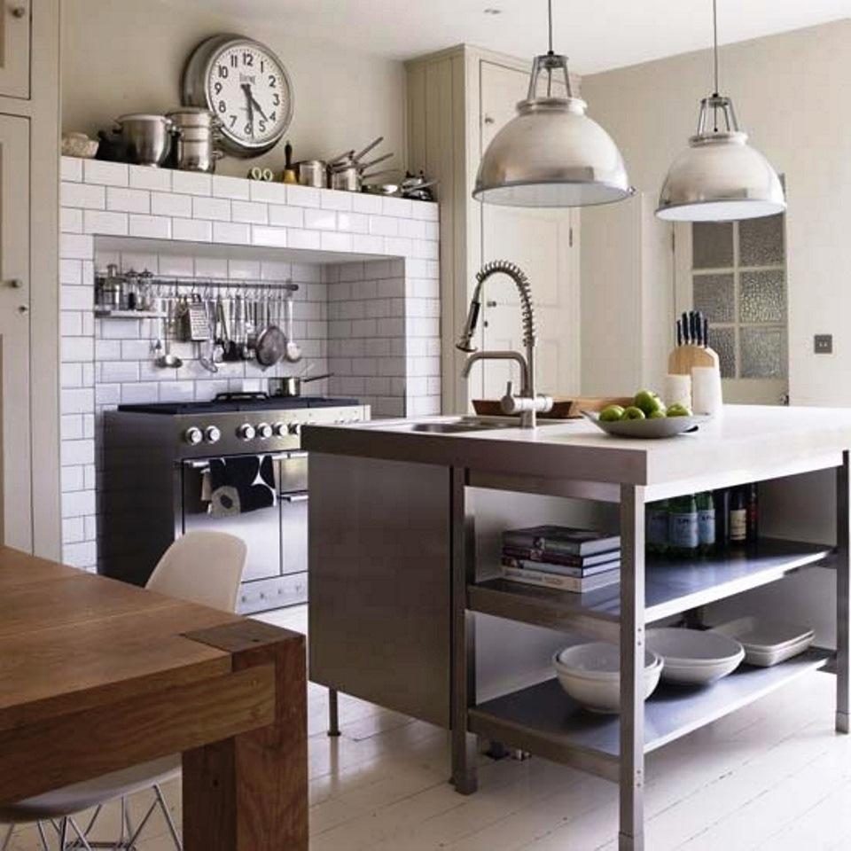 O mobiliário da sua cozinha define bastante a organização pretendida e a temática envolvente. O mobiliário pode ser constituído por materiais como madeira, vidro, plástico ou mesmo metal.