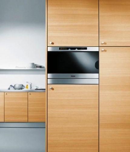 A cozinha é uma divisão que se quer prática, funcional e confortável sem descurar a higiene e organização do espaço.