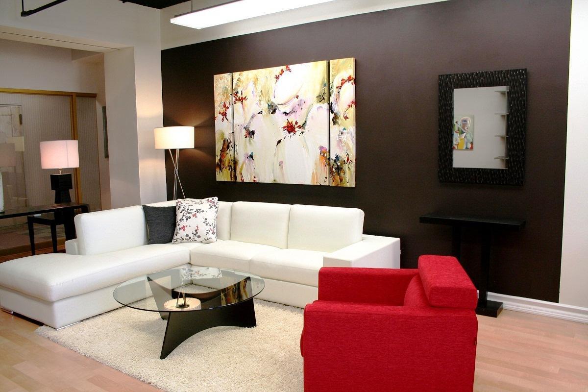 As cores e forma dos espaços em sintonia com a posição e escolha de mobiliário e acessórios alteram o equilíbrio e harmonia dos espaços e as sensações por eles transmitidas pelo que a decoração de interiores tem um impacto no ser humano que é, muitas vezes, negligenciado.