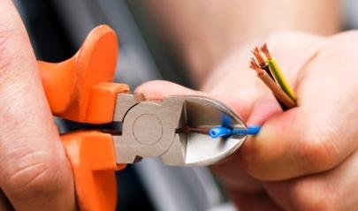 Por estarem embutidas nas paredes, as instalações eléctricas passam quase sempre despercebidas e não recebem a devida atenção.