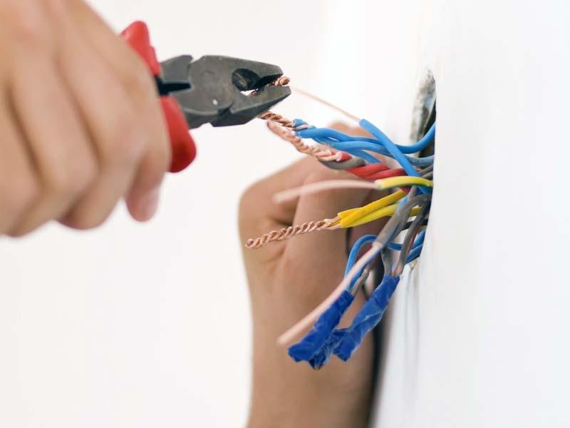Se precisa de embutir nas paredes as puxadas de electricidade ou telecomunicações da sua casa fale conosco.