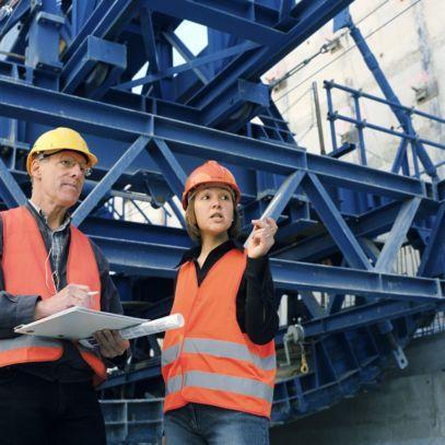 Representante do dono de obra, a fiscalização é a entidade responsável pela organização e coordenação dos trabalhos executados, bem como pela gestão de todas as atividades, recursos e documentos relacionados com a obra.