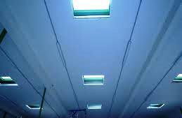 A aplicação de paredes e tectos falsos deve ter em conta a utilização de materiais higrófugos e antifúngicos.