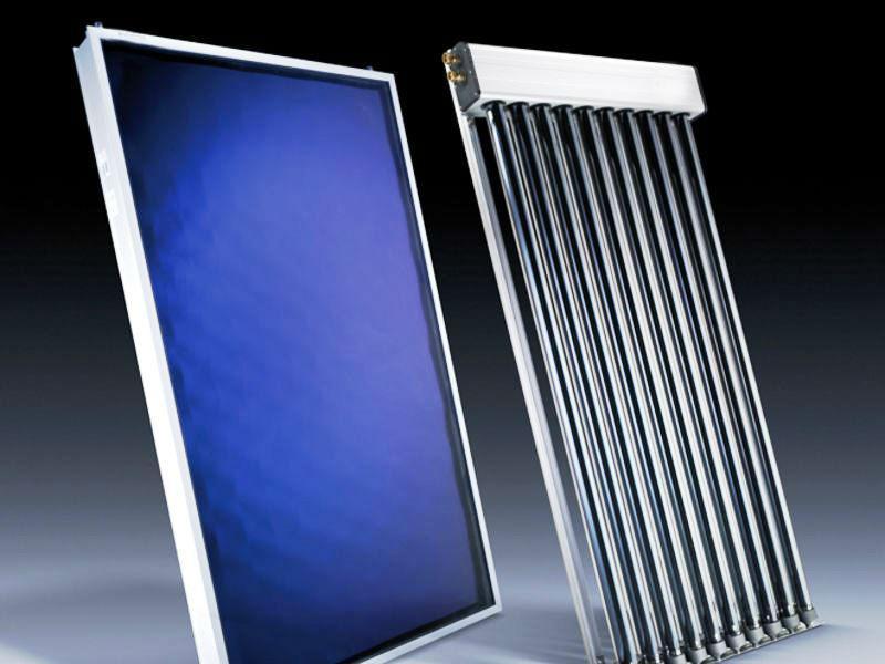 Existem dois tipos de painéis solares: os Painéis Solares Térmicos e os Painéis Solares Fotovoltaicos.