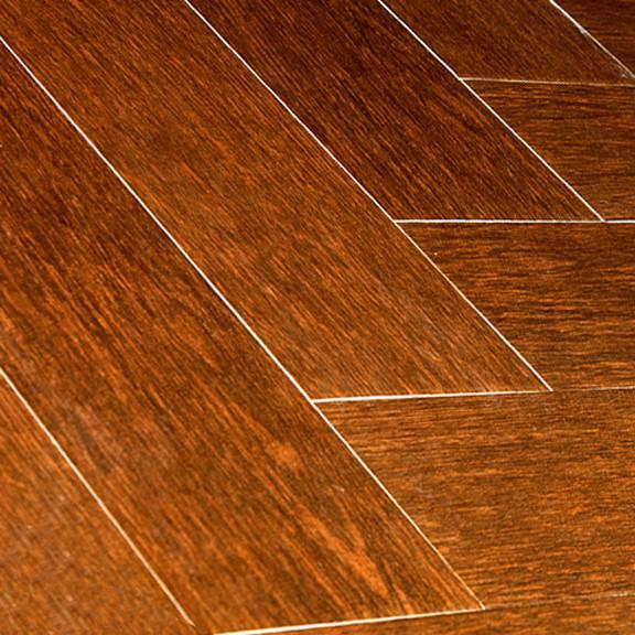Antes de se aplicar um piso de madeira é imperativo garantir que o suporte está livre de fissuras ou gretas.