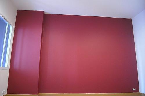 O sistema de pintura pode ser constituído por diferentes camadas. A primeira camada designa-se geralmente por crespido (prepara o suporte e melhora a aderência), a segunda é a camada base ou reboco e a terceira é o acabamento de estuque que confere ao paramento o aspecto final desejado.