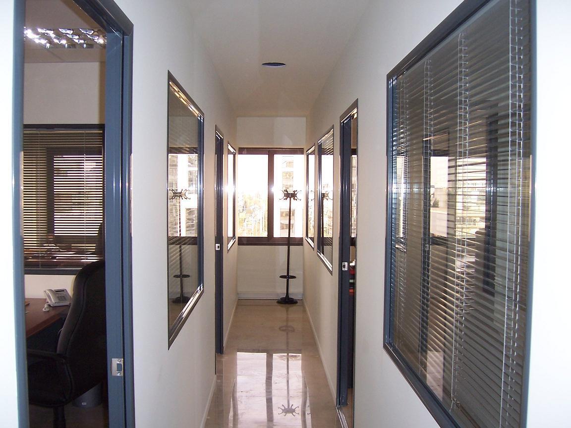 O Gesso Cartonado permite uma rápida reparação de paredes danificadas e tem elevadas características técnicas de isolamento térmico e acústico.