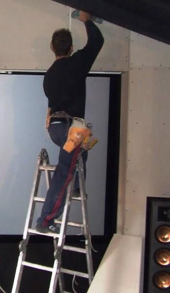 O gesso laminado é muito utilizado em divisórias interiores e tetos-falsos.