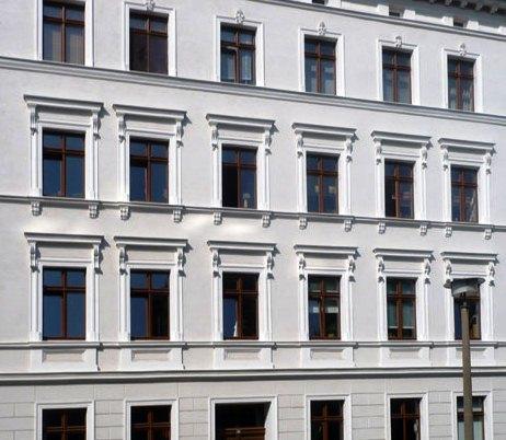 A fachada é o elemento do edifício com a maior área de contacto com o exterior, logo a sua protecção contra os agentes exteriores (águas pluviais, agentes biológicos, etc) é fundamental para garantir a sua preservação.