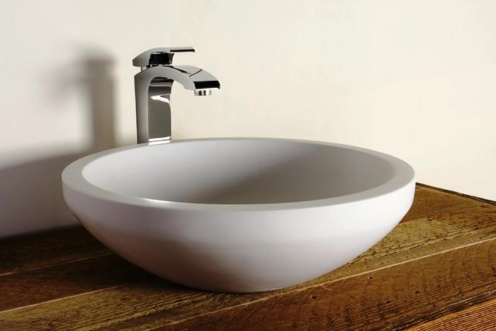 A criação de novos conjuntos para espaços de banho é algo complexo que exige saber técnico, estético e imaginação. A casa de banho é das divisórias da casa mais difíceis de concepcionar dado que envolve um conjunto de sistemas prediais com diferentes exigências.