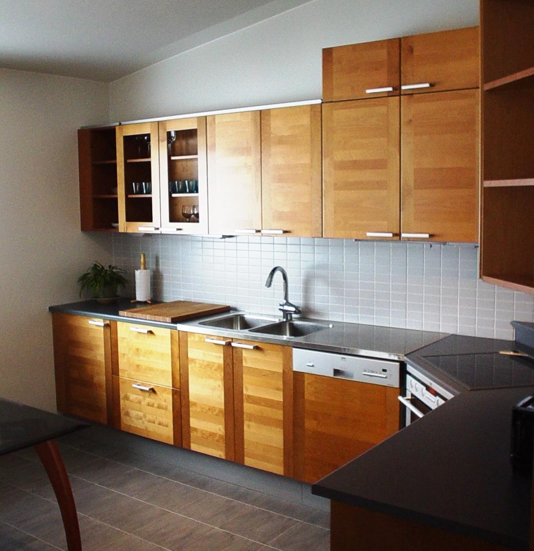 Os melhores tipos de pavimento para cozinhas são constituídos por materiais cerâmicos dada a sua resistência a temperaturas altas.