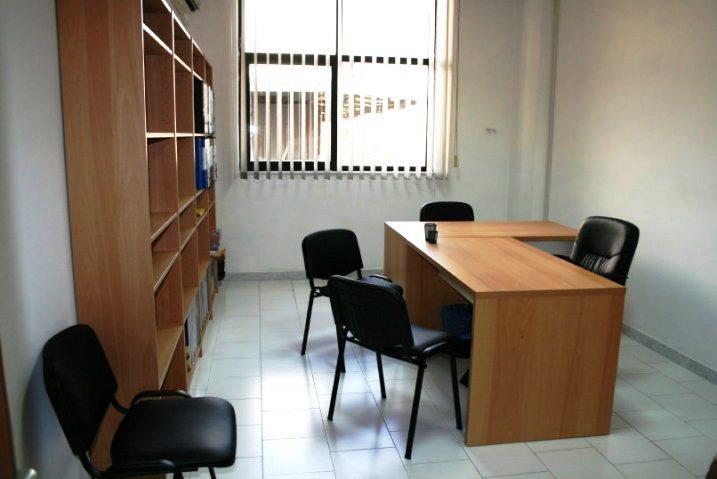 A organização do espaço de um escritório é algo complexo dada a variedade de soluções.
