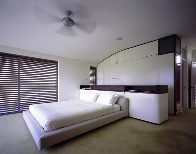 Existem alternativas ao cerâmicos, como por exemplo, a aplicação de microcimento na parede ou pavimento.
