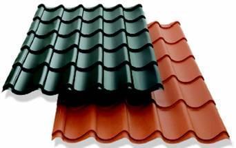 As telhas, elementos mais comuns no revestimento de coberturas inclinadas, são tipicamente de cerâmica, podendo também ser em pedra, cimento, metal, vidro, plástico, madeira, entre outros.