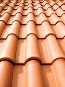 As telhas cerâmicas conferem às coberturas inclinadas um revestimento tradicional com bom enquadramento em qualquer paisagem (urbana e rural) e grande durabilidade.