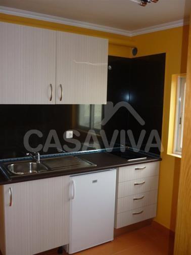 A cozinha sofreu um processo de modernização que contribuiu significativamente para a valorização deste imóvel.